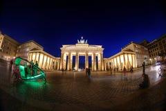 Nacht bij de Poort van Brandenburg stock foto's