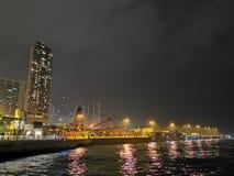 Nacht bij de stad Hongkong stock afbeeldingen