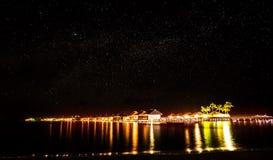 Nacht bij de tropische toevlucht Stock Foto