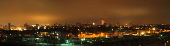 Nacht in de stad, panorama royalty-vrije stock afbeelding