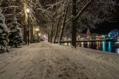 Nacht in de stad van Filipstad, Zweden december, 2017 Stock Fotografie