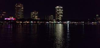 Nacht de van de binnenstad van St. Petersburg stock foto's