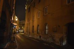 Nacht in der alten Stadt von Vilnius lizenzfreie stockbilder