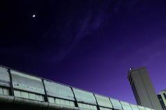 Nacht in der Mitte von Bangkok Lizenzfreie Stockbilder