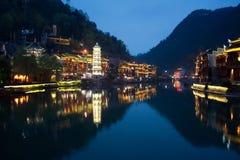 Nacht in der Stadt Fenghuang Lizenzfreie Stockfotos