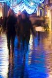 Nacht die in de stad winkelt Stock Afbeeldingen