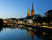 Nacht die van de oude stad van Lübeck is ontsproten Royalty-vrije Stock Fotografie