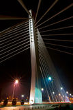 Nacht die van moderne brug is ontsproten Stock Fotografie