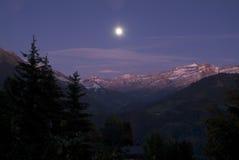 Nacht die van Zwitserse Bergen is ontsproten Stock Foto