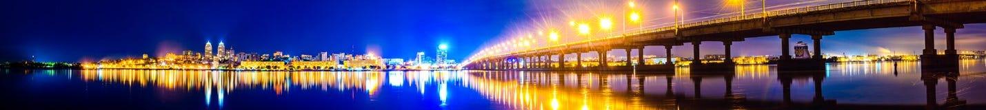 Nacht in Dnepropetrovsk Lizenzfreies Stockfoto