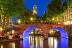 Nacht Dom Tower en brug, Utrecht, Nederland Stock Afbeelding