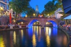 Nacht Dom Tower en brug, Utrecht, Nederland Stock Fotografie