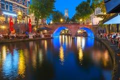 Nacht Dom Tower en brug, Utrecht, Nederland Royalty-vrije Stock Foto