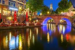 Nacht Dom Tower en brug, Utrecht, Nederland Royalty-vrije Stock Afbeelding