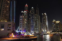 Nacht in Dubai Lizenzfreies Stockfoto