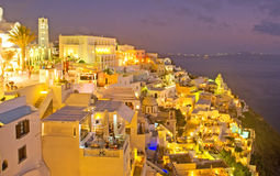 Nacht in Fira Santorini, Griechenland. Stockbilder