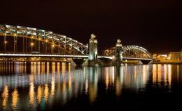 Nacht gewölbte Brücke Stockfoto