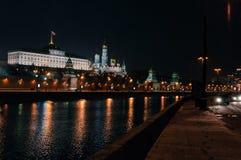 Nacht het Kremlin, Moskou, Rusland stock foto