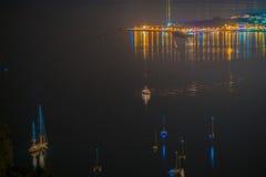 Nacht im Hafen Stockbild