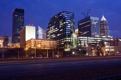Nacht in im Stadtzentrum gelegenem Cleveland Lizenzfreie Stockfotografie