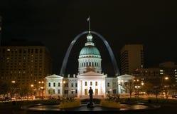 Nacht in im Stadtzentrum gelegenem St. Louis Lizenzfreie Stockbilder