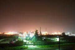 Nacht-industrielle Stadt Lizenzfreie Stockfotografie