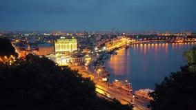 Nacht Kiev Centraal deel van Kyiv-Stad en Dnieper-Rivier stock video