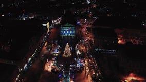 Nacht luchtmening van Lviv-Opera, Centraal deel van oude stad ukraine stock video