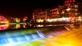 Nacht-mening bij de Stad van Phoenix, naast Tuojiang Stock Foto's