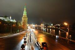 Nacht Moskou van de Moskva-rivier en de dijk Stock Fotografie