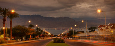 Nacht nähert sich zum Roten Meer Stockfoto