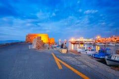 Nacht oude haven van Heraklion, Kreta, Griekenland stock fotografie