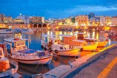 Nacht oude haven van Heraklion, Kreta, Griekenland royalty-vrije stock afbeelding