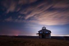 Nacht over de Kapel van St George, Rusokastro-dorp, Bulgarije Royalty-vrije Stock Afbeelding