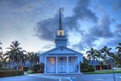 Nacht over de Napels Verenigde Kerk van Christus in Napels, Florida Royalty-vrije Stock Foto's