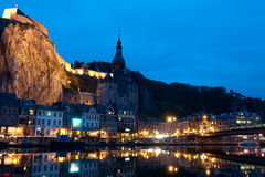 Nacht over Dinant Stock Foto's