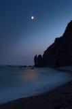 Nacht, overzees en maanlicht stock foto's