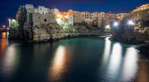Nacht in Polignano een Merrie, Bari Province, Apulia, zuidelijk Italië stock afbeeldingen