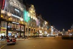 Nacht Prag lizenzfreies stockfoto