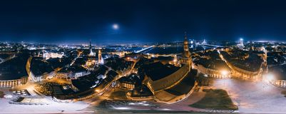 Nacht Riga 360 VR-Hommelbeeld voor Virtuele werkelijkheid, Panorama Stock Afbeeldingen