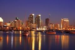 Nacht in San Diego, Ca, Skyline Lizenzfreie Stockbilder