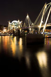 Nacht schoss Charing von der QuerBahnstation Stockfotografie