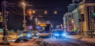 Nacht St Petersburg im Winter, Russland Stockfotos