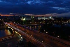 Nacht steigt auf dem Kreml ab Lizenzfreie Stockfotografie