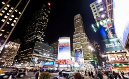 Nacht streetscene op 7de Weg in New York Stock Foto's