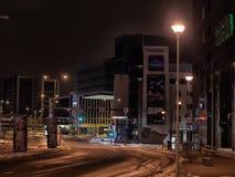 Nacht Tallinn, moderne Bereiche Lizenzfreie Stockfotografie