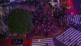 Nacht-timelapse ?berfahrt in der mittleren geschossenen Neigung hohen Winkels Shibuya Tokyo stock video