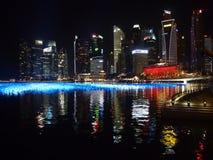 Nacht van de havenmening wordt geschoten van Marina Bay Sands in Singapore dat Royalty-vrije Stock Fotografie