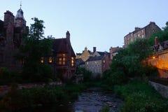 Nacht van Dean Village, Edinburgh wordt geschoten dat, stock foto's