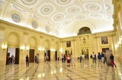 Nacht van Musea in Boekarest - Nationaal Museum van Kunst van Roemenië Stock Foto